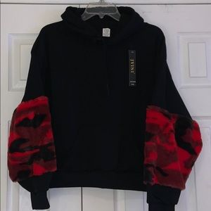 Tops - Cute plush red camo sleeve design hoodie